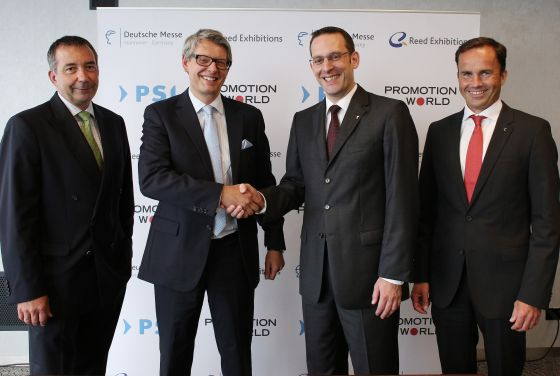 Michael Freter, PSI Director & Arno Reich, Department Head, Hanover Fair/Promotion World (2nd and 3rd f.t.l.), during the official signing of the cooperation agreement in Hanover. To the left of the photo Hans-Joachim Erbel, CEO Reed Exhibitions Germany GmbH; far right Dr. Jochen Köckler, board member of the Deutsche Messe AG.