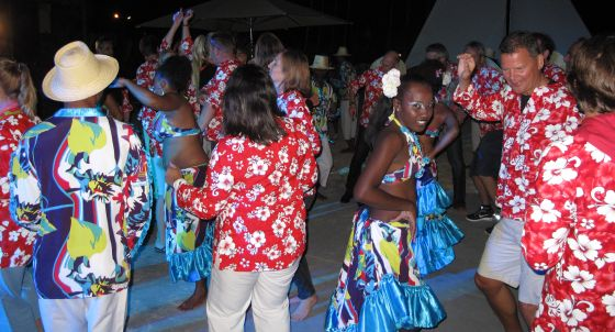 On the eve of the meeting, a casual beach party was held. The Ippag members and their families turned up in colourful dress and danced and sang in line with the Mauritian traditions.