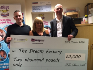 Keepme The Dream Factory cheque handover werbeartikel nachrichten wa media 300