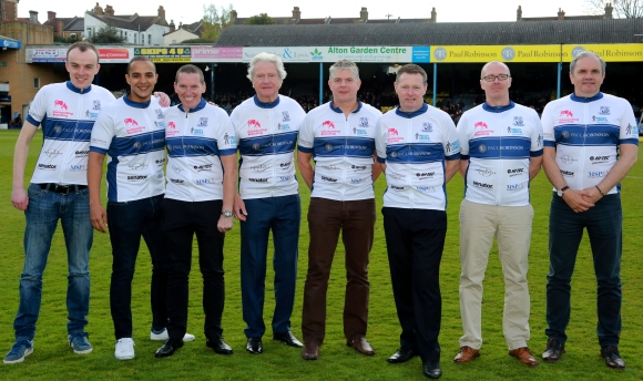 The cycling team of the football club Southend United will be en route with sponsored shirts.