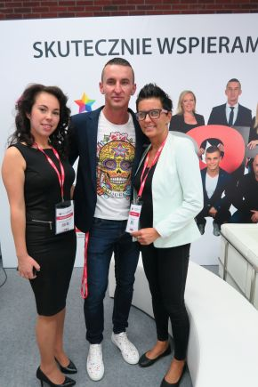 The OOH magazine representatives (f.t.l.): Katarzyna Lipska-Konieczko (Editorial), CEO Robert Zatupski and Chairman of the Board Beata Jankowska.