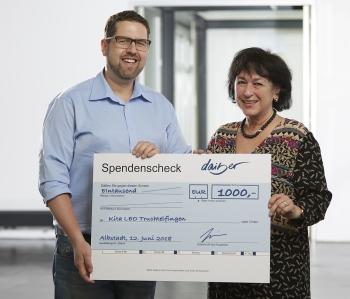 daiber scheckuebergabe - Daiber employees donate money to a day nursery
