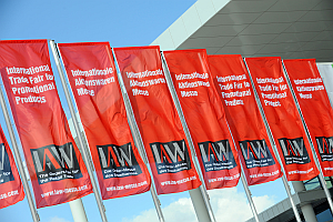 iaw messe fahnen - 29th IAW: Keen interest and synergy effects