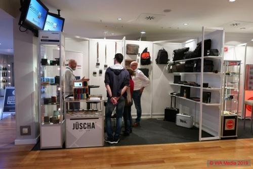 HSV Merchandising Messe Hamburg 06 DCE
